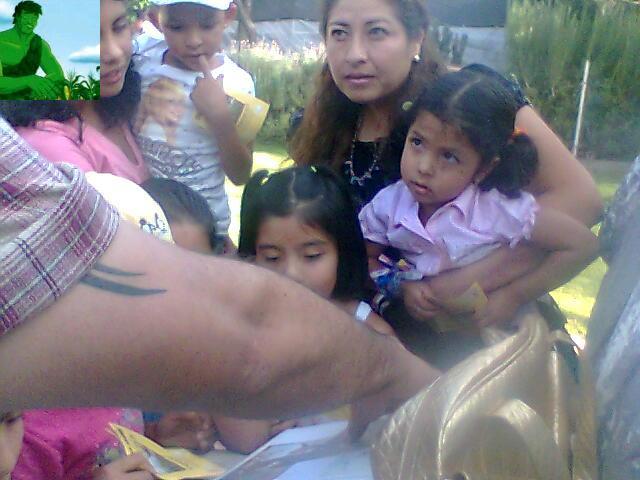MOSTRANDO A NIÑOS Y PAPAS INFORMACION DEL TEMAZCAL