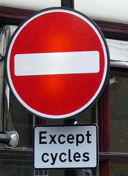 Circulación a contrasentido permitida a ciclistas
