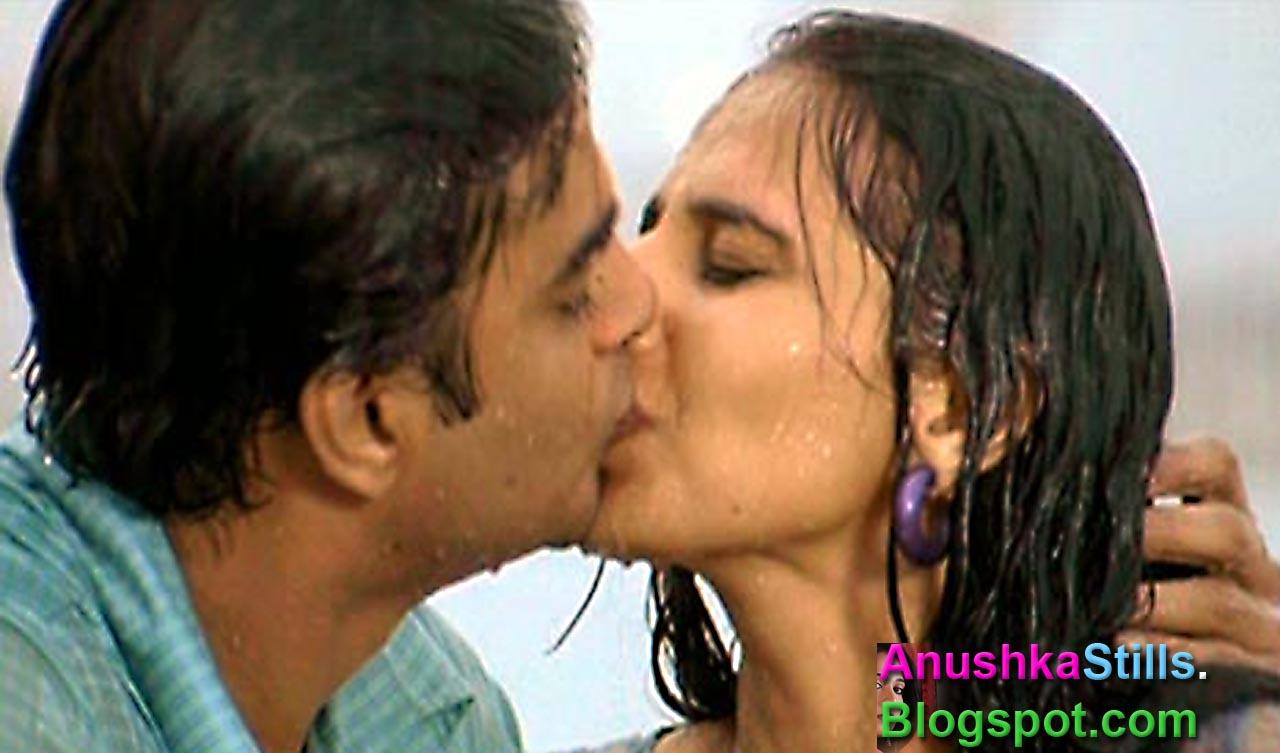 Anushka Stills: Anushka Kissing Photos(6)
