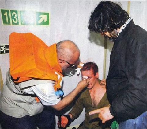 ... Gilly: Turkisk läkare vårdar israelisk soldat på Mavi Marmara