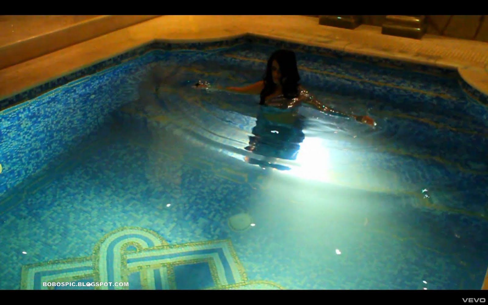 http://3.bp.blogspot.com/_2EXWTZ37Ix0/TNBXwklqYzI/AAAAAAAACac/XWr2W0wcNWc/s1600/Nelly+Furtado+-+Fuerte19.jpg