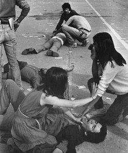 Agresión a manifestantes, en el parque O'Higgins, en mayo de 1984 - Foto: Marco Ugarte