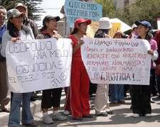 Estudiantes normalista rodearon la cárcel de San Pedro donde está recluido Fernández - Foto: ABI