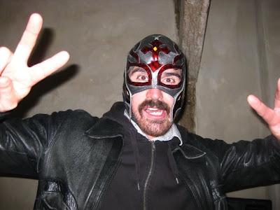 DJ Jävla mustaschfarbrorn snurrar platta hela natta. Craaazy!!!