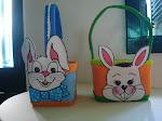cestos de páscoa feitos com potes de sorvetes com E,V,A