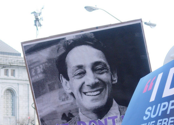 the assassination of harvey milk The announcement that dianne feinstein (acting mayor at the time, now a united states senator, d-california) made when san fransisco mayor george moscone and openly-gay city supervisor harvey milk .