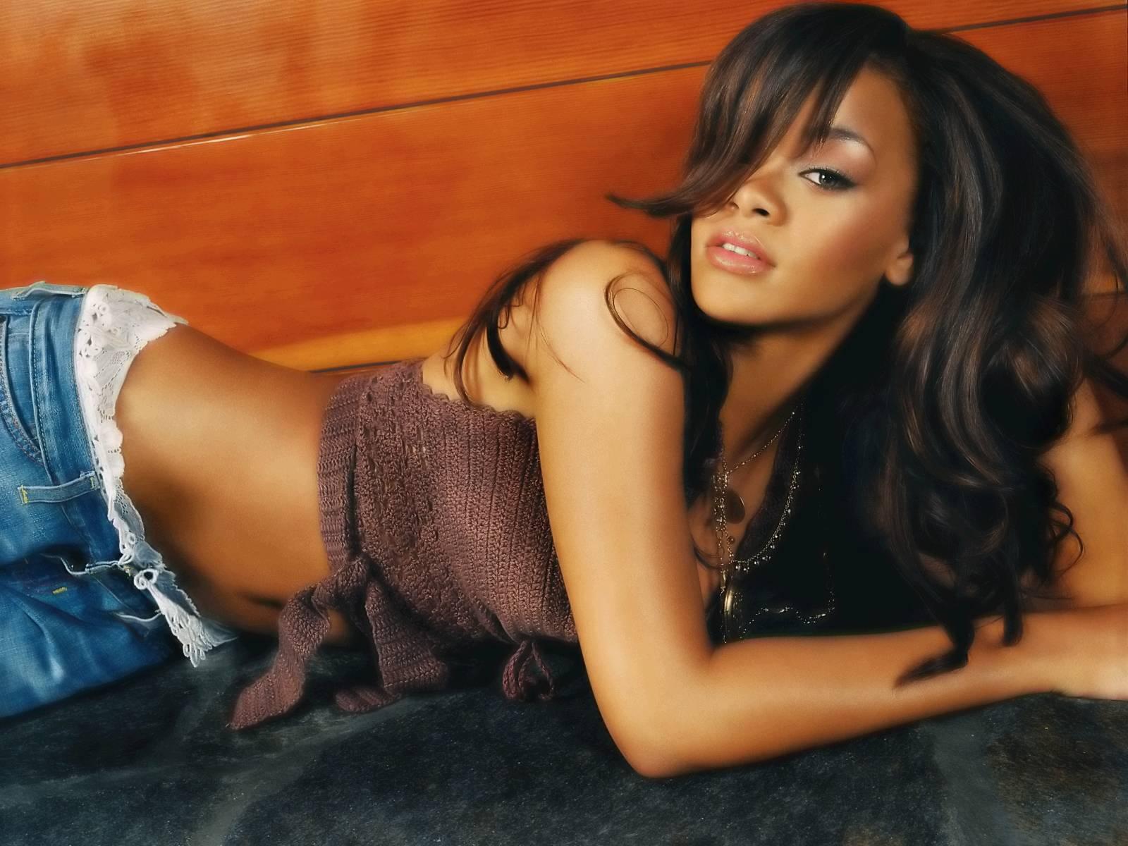 http://3.bp.blogspot.com/_2IU2Nt4rD1k/TCGzLDZPN7I/AAAAAAAABvU/lVH_UH9tf5M/s1600/Rihanna%2Bwallpapers%2Bhq%2B(1).jpg