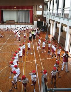 喜来小学校で「回り踊り」教室