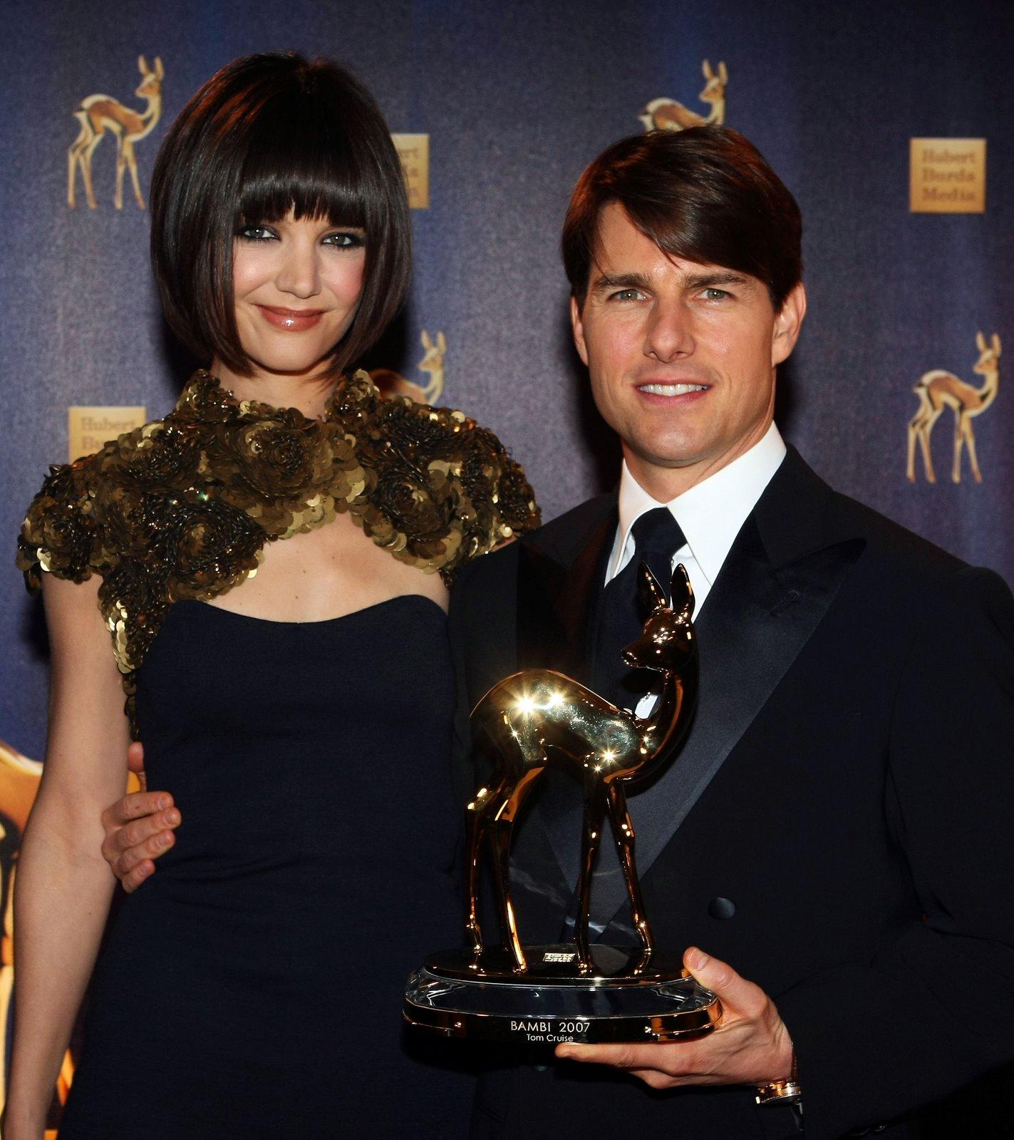 http://3.bp.blogspot.com/_2J0zHNa4gDo/R1Blq8TNazI/AAAAAAAABUw/u3yJlJF-MpI/s1600-R/70182_Celebutopia-Tom_Cruise_and_Katie_Holmes-Annual_Bambi_Awards_2007_in_Duesseldorf-03_123_934lo.jpg