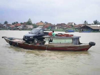 Mobil naik perahu