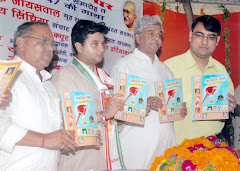 'क्रांति-यज्ञ' का विमोचन करते केन्द्रीय मंत्रीद्वय श्रीप्रकाश जायसवाल और ज्योतिरादित्य सिंधिया
