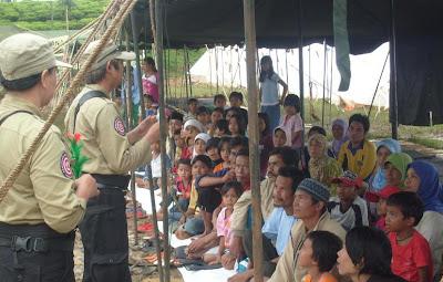 Tagana Cianjur dan Parfi Hibur Pengungsi