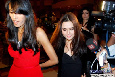 preity zinta in cocktail party