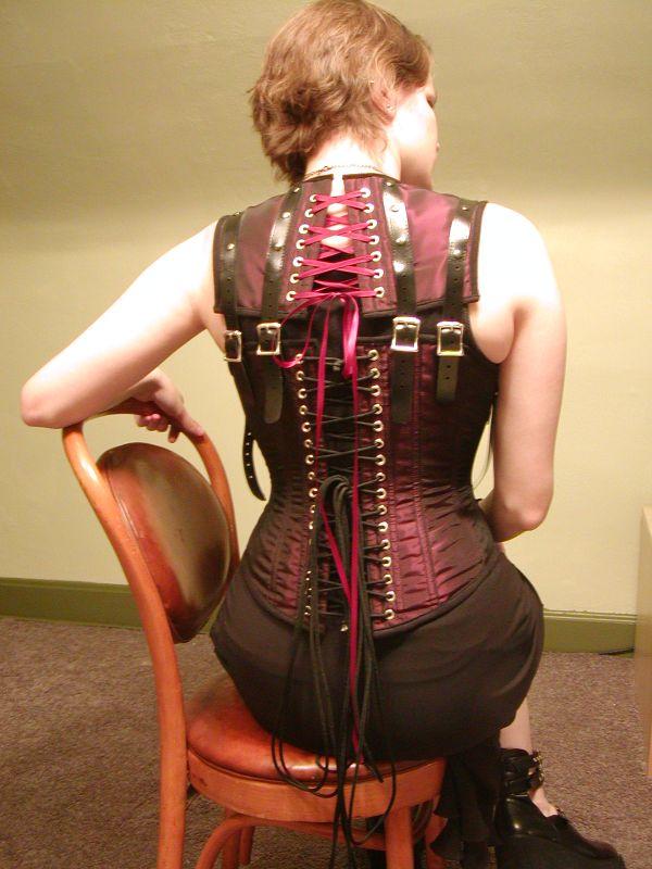 http://3.bp.blogspot.com/_2LBhxpmHVIc/TN8u5JA2NeI/AAAAAAAABgU/JDBLvRR4-A0/s1600/steampunk_fashion.jpg