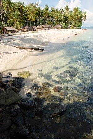 [zzzPantai+pulau+randayan2.jpg]