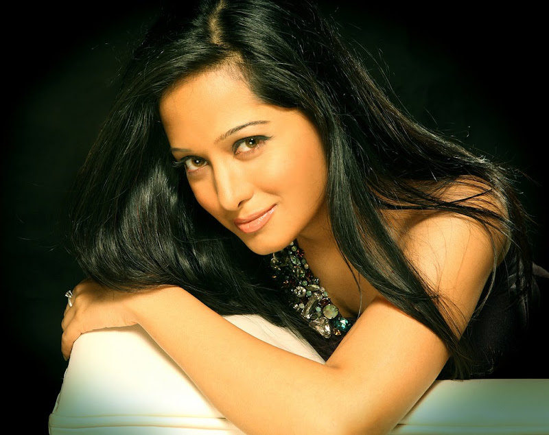 Preetika Rao 2 + South Indian Celebrities Indian Girls
