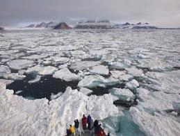 Es di Kutub Utara dan Selatan Mencair