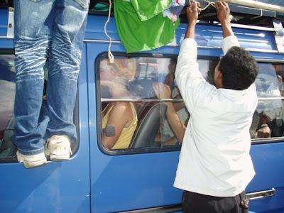 Madagascar - Taxi be au départ de Tana