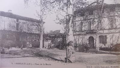 Bioule - Place de la mairie