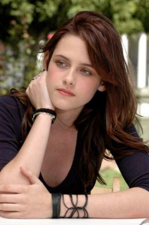 Labels: Kristen Stewart Posted by Suhana Ansari at 3:53 AM