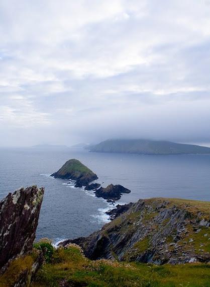"""""""Puffin Island"""", l'ile des macareux, à l'arriere, Bray Head"""