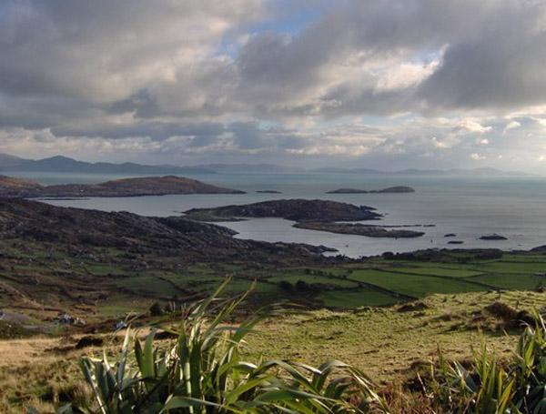 Eng vue op d'Gegend vun Caherdaniel (vun den Bierger aus gefilmt)