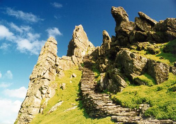 Dei lescht Schrett an den Himmel. Skellig Rocks / Patrimoine Mondial Unesco
