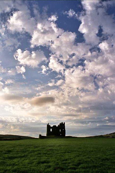 Ballycarbery Castle, eng vun den geschichtlechen Attraktionen vun Cahersiveen