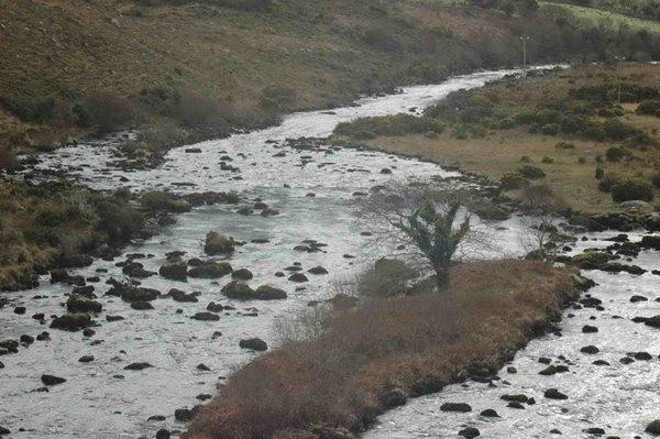 Den Lower Caragh ass eng wonnerbar Streck fir matt der Meck ze feschen