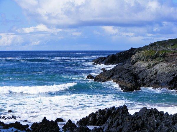 St. Finian's Bay, fir Fescher fantastesch op den Bar (Wolfsbarsch), awer relativ gefe'erlech