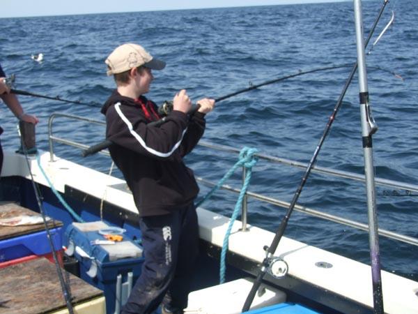 """Den Pol Clees an Aktioun op enger """"Boatanglingcompetition"""". Een letzebuerger Junior fir Irland"""