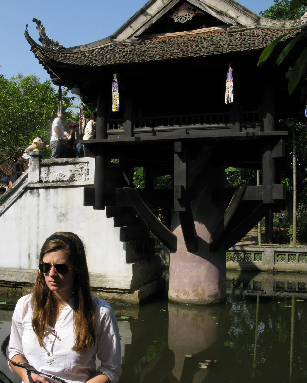 [692+One+Pillar+Pagoda.JPG]