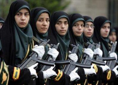 HmmmAda yang tertarik ingin menjadi tentara wanita Indonesia???