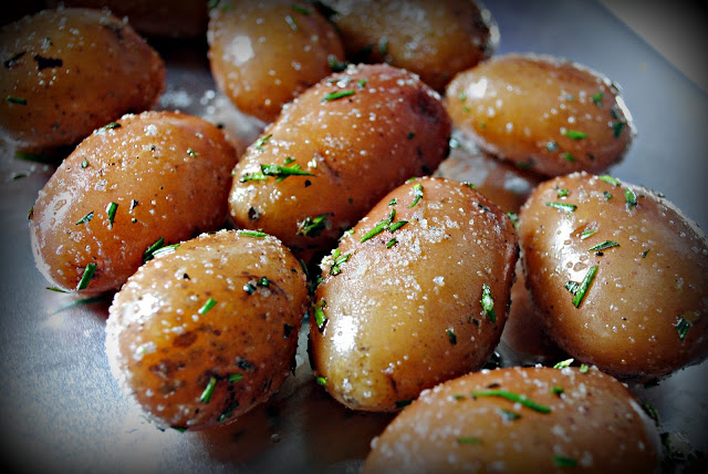 Whole Roasted Garlic Rosemary Potatoes l SimplyScratch.com