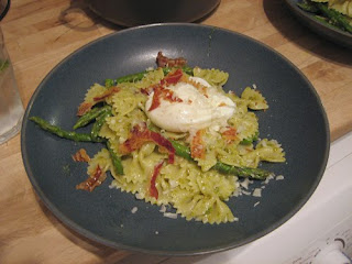 pasta with asparagus and poached egg