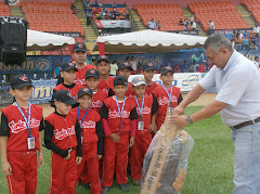 Donaciones de implementos deportivos por la Fundación Magallanes-Valencia