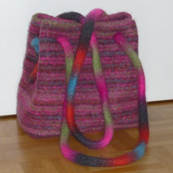 Julie strickt: Meine erste Filztasche (das Fusselmonster)