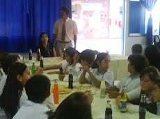 Don Antonio López,recibe a los alumnos...