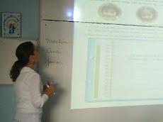 A través del Data Show, se hace más fácil centrar la clase en un desafío...