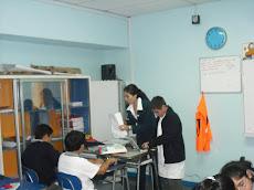 Miss Alejandra ejercitando con alumnos ...