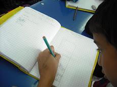 Trabajando en el cuaderno de idioma...