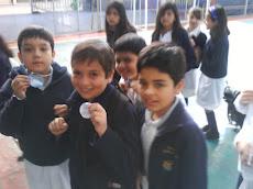 Alumnos lucen medallas de plata...