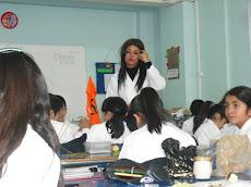 Profesora Tania en clase práctica...