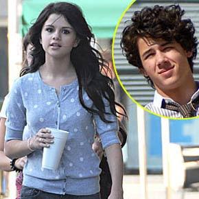 Nick Jonas Selena Gomez on Selena Gomez Admite Aproxima    O Com Nick Jonas