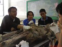 study group depan mayat...hehehe