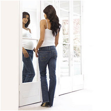Fashion Tips for Being Stylish Pregnant Mom-Jeans