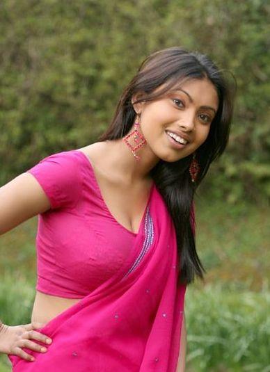 [Srijana+in+rose+color+saree+-+good+smile.jpg]