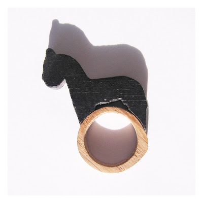 Wooden ring which incorporates a 2D wooden toy horse.