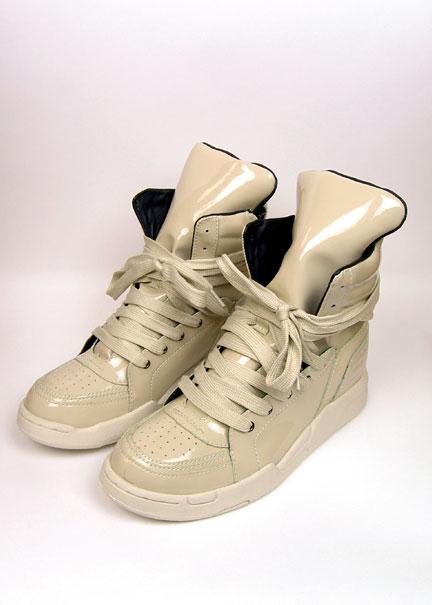 [D91D015_Sneakers_0.jpg]