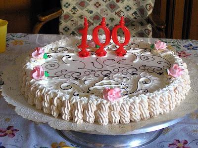 Membros fazendo aniversário hoje : Ormito (100)  Bolo+100-2